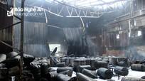 Cận cảnh tan hoang sau đám cháy kho hàng tại TP.Vinh