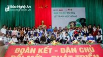 93 học sinh, sinh viên nghèo Nghệ An được trao học bổng 'Vì ngày mai phát triển'