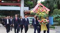Đoàn công tác Bộ Nông nghiệp và PTNT dâng hương tại Khu Di tích Kim Liên