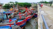 Tái diễn tình trạng chiếm dụng thân cầu Diễn Kim làm nơi neo đậu tàu thuyền
