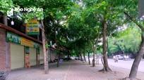 TP. Vinh: Nhiều tuyến phố vắng vẻ, các hàng quán treo biển bán hàng mang về