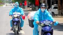 Shipper áo xanh mang thực phẩm đến người dân 'vùng đỏ' thành Vinh