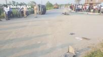 Ô tô va chạm 2 xe máy điện, 4 học sinh thương vong