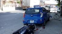 Đâm xe taxi đậu bên đường, một phụ nữ bị thương nặng