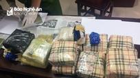 Thưởng nóng Ban chuyên án bắt vụ buôn bán 3 bánh heroin, 10kg ma túy đá