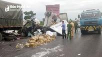 Tai nạn trên QL1A: Người dân cạy cabin đưa thi thể phụ xe tải ra ngoài