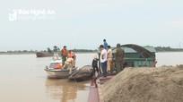 Công an Nam Đàn bắt giữ tàu khai thác cát trái phép