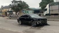 Nghệ An: Xế hộp nát đầu khi đâm xe máy và giải phân cách