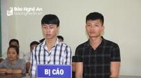 2 thanh niên Nghệ An không đội mũ bảo hiểm, còn tấn công cảnh sát