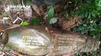 Phát hiện quả bom dài gần 2m trên đồi