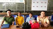 Công an giúp đỡ người phụ nữ ở Nghệ An đi lạc về với gia đình