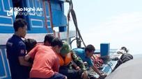Cấp cứu kịp thời một thuyền viên bị tai nạn trên biển