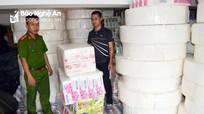 Phát hiện cơ sở sản xuất giấy ăn từ nguyên liệu không rõ nguồn gốc ở thành phố Vinh
