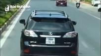Tước bằng lái tài xế xe Lexus không nhường đường cho xe cứu hỏa ở Nghệ An