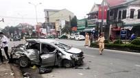 Video xe khách đâm ô tô con khiến 3 người tử vong tại chỗ ở Nghệ An