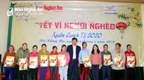 Báo Nghệ An và Bưu điện tỉnh trao quà Tết đến người nghèo xã Xiêng My