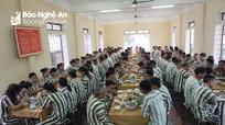 Trại tạm giam Công an tỉnh Nghệ An tổ chức tất niên sớm cho các phạm nhân