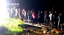 Chạy xe qua cầu gỗ trong đêm, người đàn ông rơi xuống suối tử vong
