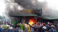 2 ki ốt bốc cháy dữ dội trong ngày mùng 4 Tết ở Nghệ An