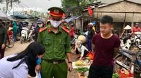 Nam thanh niên Nghệ An bị xử phạt vì không đeo khẩu trang khi đi chợ