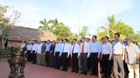 Đoàn Đại biểu Ban tổ chức hội thảo dâng hoa, dâng hương tưởng niệm đồng chí Nguyễn Duy Trinh