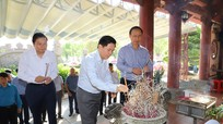 Đoàn công tác Bộ GTVT dâng hương tại Khu di tích Truông Bồn và Nghĩa trang liệt sĩ đường 7