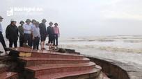 Phó Tư lệnh Quân khu 4 và Chủ tịch UBND tỉnh kiểm tra các điểm sạt lở tại Hưng Nguyên, Cửa Lò
