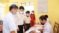 Chủ tịch UBND tỉnh Nguyễn Đức Trung kiểm tra bầu cử tại Nam Đàn