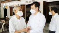 Chủ tịch UBND tỉnh Nguyễn Đức Trung thăm hỏi, tặng quà gia đình người có công ở Đô Lương