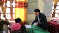 Phó Bí thư Tỉnh ủy tặng quà Tết người nghèo