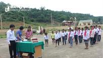 Lễ khai giảng không loa đài, không có hoa của 9 học sinh tộc người Đan Lai