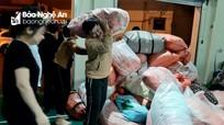 Xuyên đêm tiếp nhận hàng cứu trợ vùng lũ