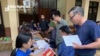 Đoàn thanh niên hỗ trợ người dân hoàn thiện thủ tục đất đai sau sáp nhập khối xóm