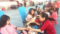 Hơn 1.000 sinh viên Trường Đại học Vinh tham gia hiến máu tình nguyện