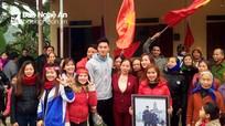 Lãnh đạo huyện Tân Kỳ chúc mừng thủ môn thứ hai của U23 Việt Nam