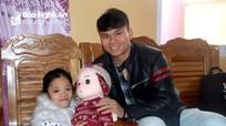 Cầu thủ Phạm Xuân Mạnh thăm, tặng quà cho trẻ em khuyết tật