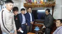 Thăm hỏi, động viên 7 thuyền viên gặp nạn trên biển Nghệ An