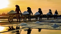 Nơi người dân mong nắng to để bội thu mùa muối