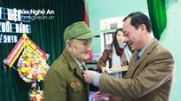 Trưởng ban Nội chính Tỉnh ủy trao tặng Huy hiệu 70 năm tuổi Đảng tại Quỳ Hợp