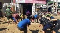 Tỉnh đoàn Nghệ An chia sẻ khó khăn với người dân vùng lũ lụt