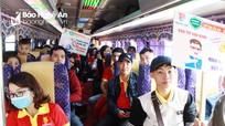 Ấm áp chuyến xe đưa thanh niên công nhân về quê ăn Tết đoàn viên