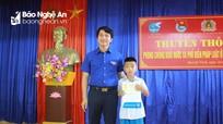 Cứu người đuối nước, cậu bé lớp 5 ở Nghệ An được tặng Huy hiệu 'Tuổi trẻ dũng cảm'
