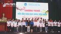Gần 400 học sinh, sinh viên nghèo vượt khó được nhận quà Tết