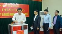Cán bộ Văn phòng Tỉnh ủy ủng hộ Tết vì người nghèo