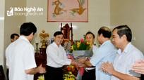 Phó Bí thư Tỉnh ủy Nguyễn Văn Thông chúc mừng các nhà giáo nhân dịp 20/11
