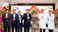 Bí thư Tỉnh ủy Nguyễn Đắc Vinh chúc mừng Ngày Thầy thuốc Việt Nam