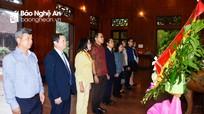 Đại sứ Thái Lan dâng hương tưởng niệm Chủ tịch Hồ Chí Minh