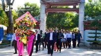 Đoàn đại biểu quốc tế dâng hoa, dâng hương tưởng niệm Chủ tịch Hồ Chí Minh