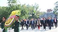 Ủy ban Trung ương Mặt trận Lào xây dựng đất nước dâng hoa, dâng hương tại Nghĩa trang Việt-Lào