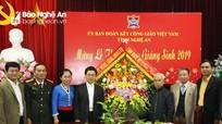 Phó Bí thư Thường trực Tỉnh ủy Nguyễn Xuân Sơn chúc mừng Ủy ban đoàn kết Công giáo tỉnh
